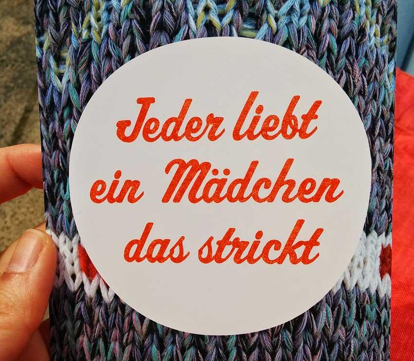 strickimicki_jeder_liebt_ein_maedchen_das_strickt